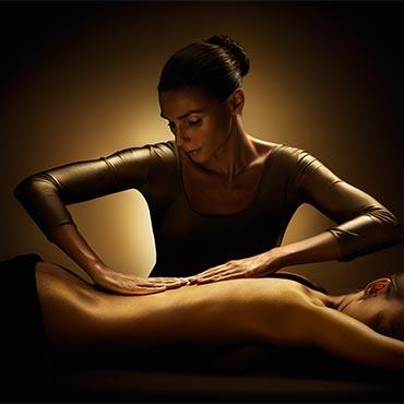 Massage, zowel klassieke massage als voor hotstone massage kun je bij Care & Co terecht.